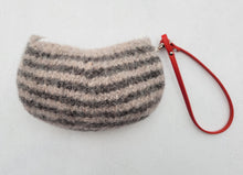 Load image into Gallery viewer, small knitted animal purse