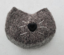 Load image into Gallery viewer, knitted animal change purse