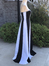 Load image into Gallery viewer, Alyce Black And White Formal Dress Size 6