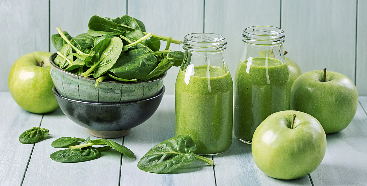 green-smoothie-with-apple-and-spinach