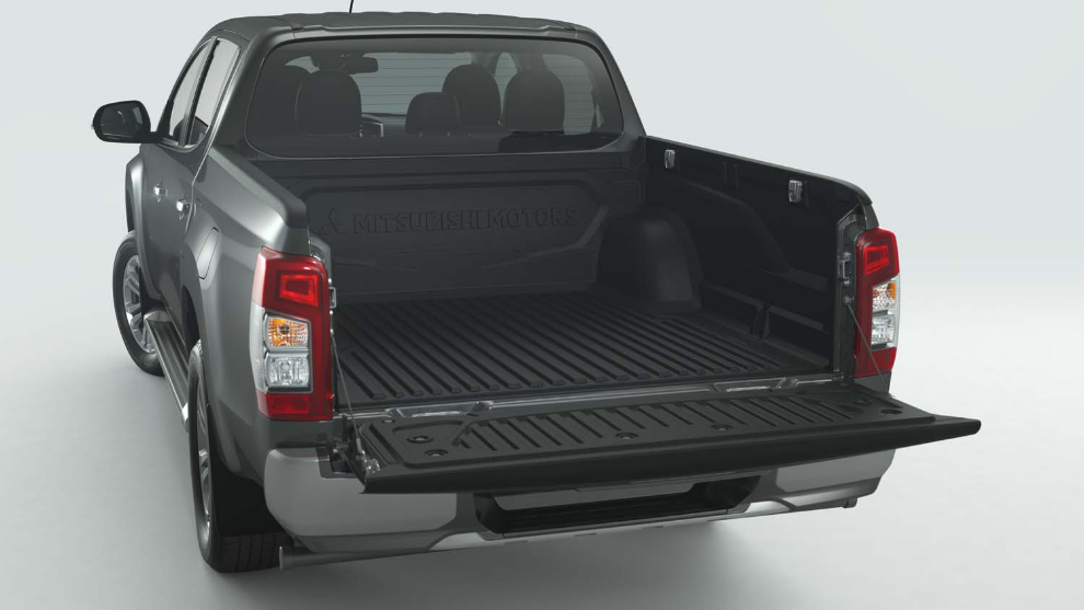 Mitsubishi L200 Bed Liner, Over Rail D/C