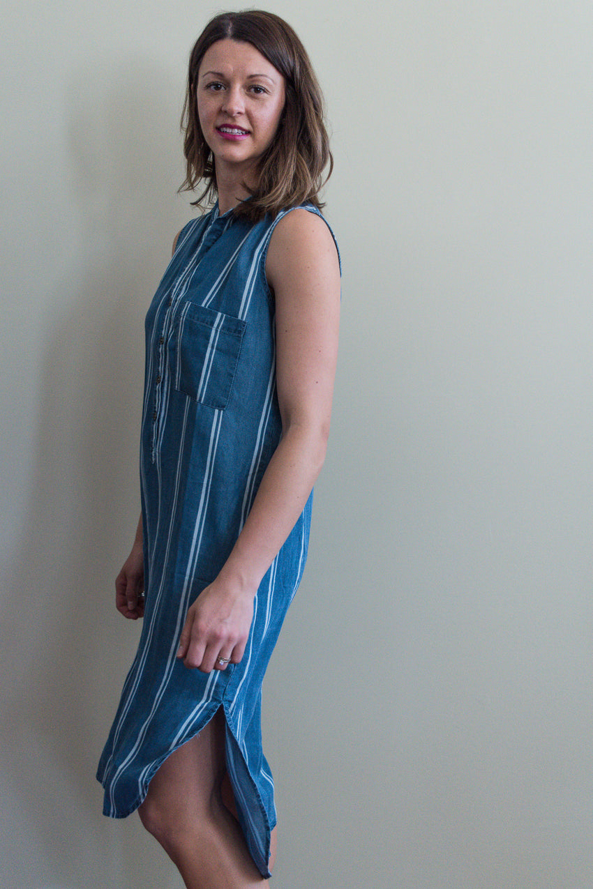 Sleeveless long tunic with slit