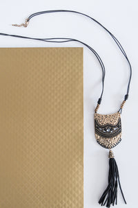 Metallic Plate and Tassel Necklace