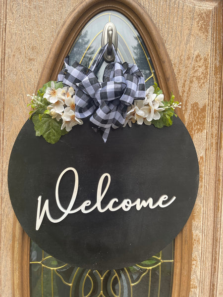Neutral Black Welcome sign