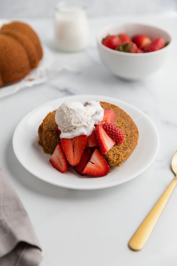 Pound Cake with Strawberries and Whip Cream (Coco Whip)