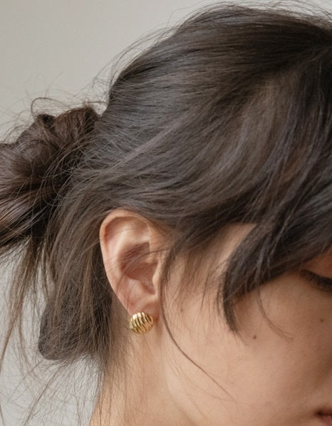 Circle Button Pierce - Gold