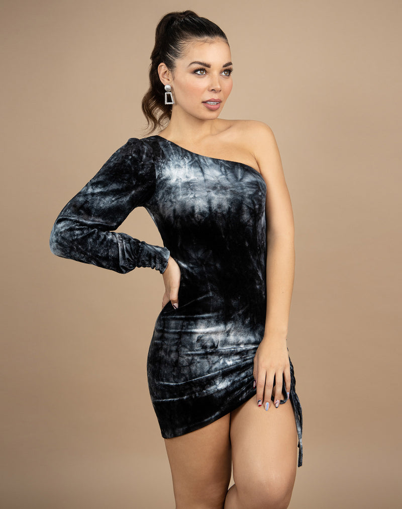 model has hands on her hips wearing the jessie one shoulder velour dress with ruched front