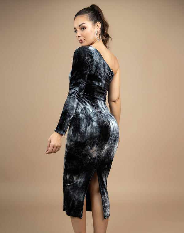 model shows the back of the Nisha One Shoulder Velour Midi Dress in grey and black with split at the back