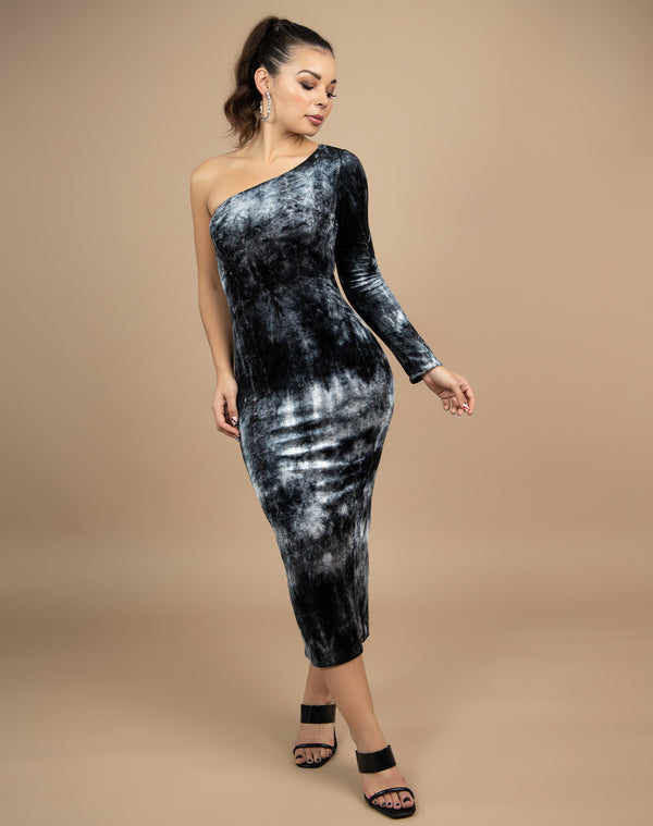 full length image of model in the Nisha One Shoulder Velour Midi Dress with black heels