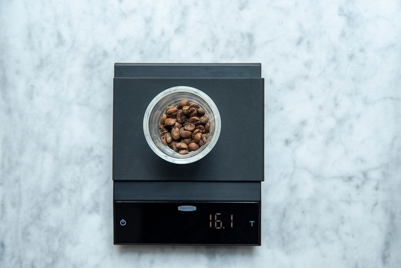 Felicita Incline Scales with coffee beans