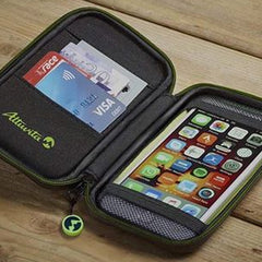 Compact, weatherproof case from Altuvita.
