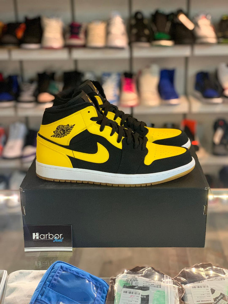 Load image into Gallery viewer, Jordan 1 Mid New Love 11M Used