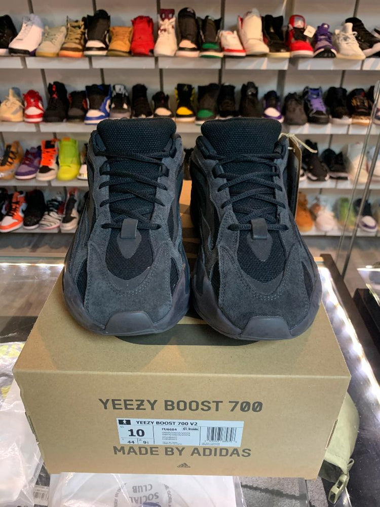 Load image into Gallery viewer, adidas Yeezy 700 Vanta Preowned 10M