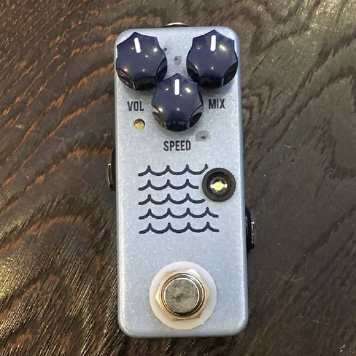 Used JHS Tidewater Tremolo Guitar Effect Pedal