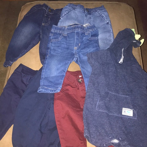 Lot of baby jeans 6-9 & 6-12 mints