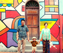 Load image into Gallery viewer, The Little Nyonya photo-taking at Jonker Street | 3D2N The Pines Melaka