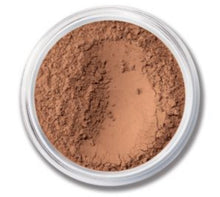Load image into Gallery viewer, Our amazingly lightweight, loose powder foundation provides sheer-to-full coverage with a no-makeup look and feel that lasts for up to eight hours. A fan favourite for two decades and counting, this natural-looking foundation is made with just five mineral ingredients and promotes clearer, healthier looking skin.