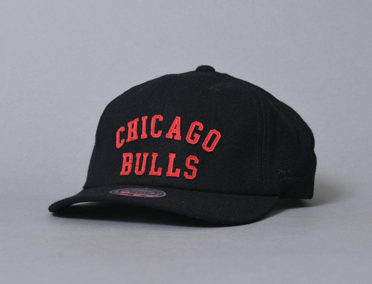 Cap Adjustable Mitchell & Ness Felt Arch Strapback Chicago Bulls Mitchell & Ness Adjustable Cap Cap / Black / One Size