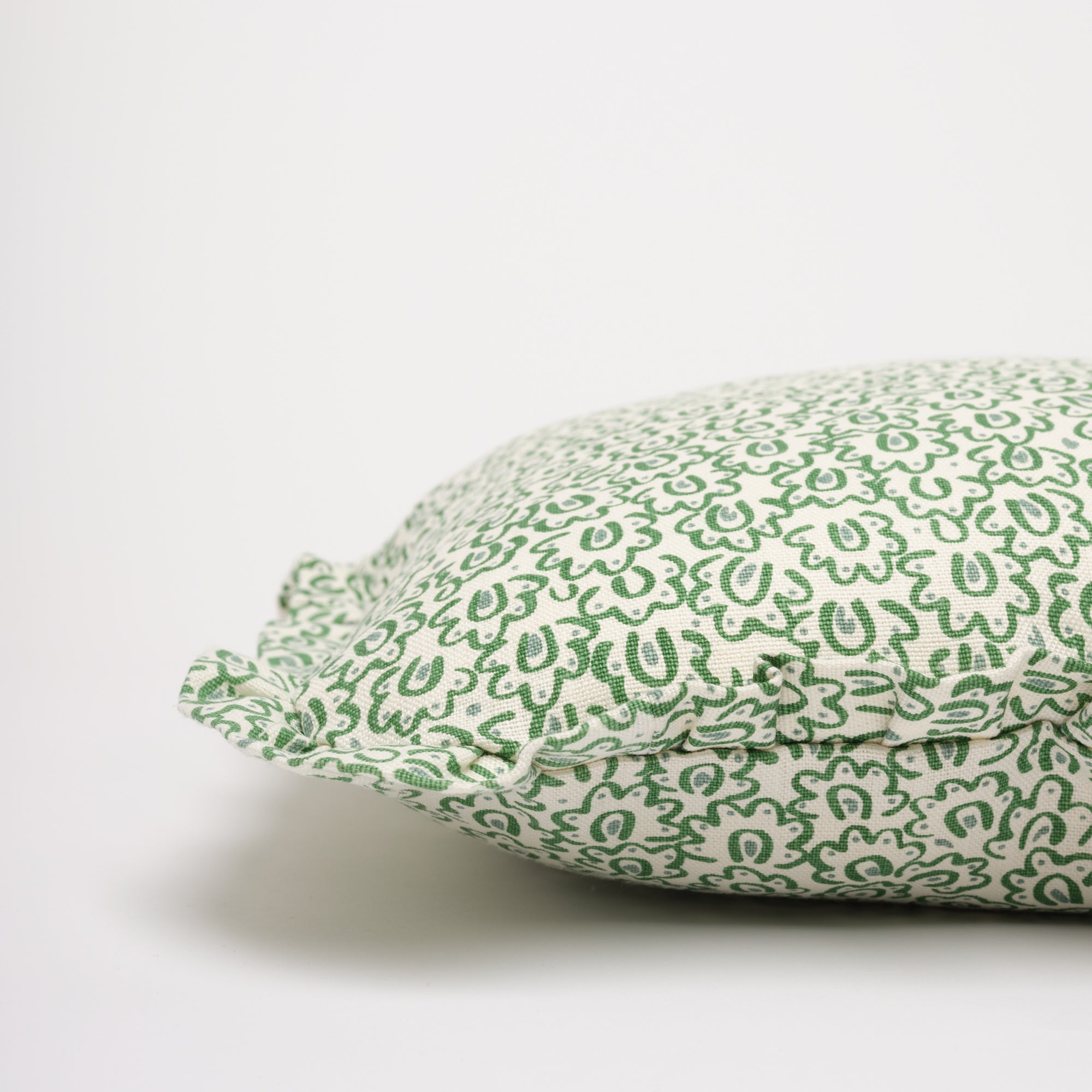 BARBRO RUFFLE CUSHION - GREEN