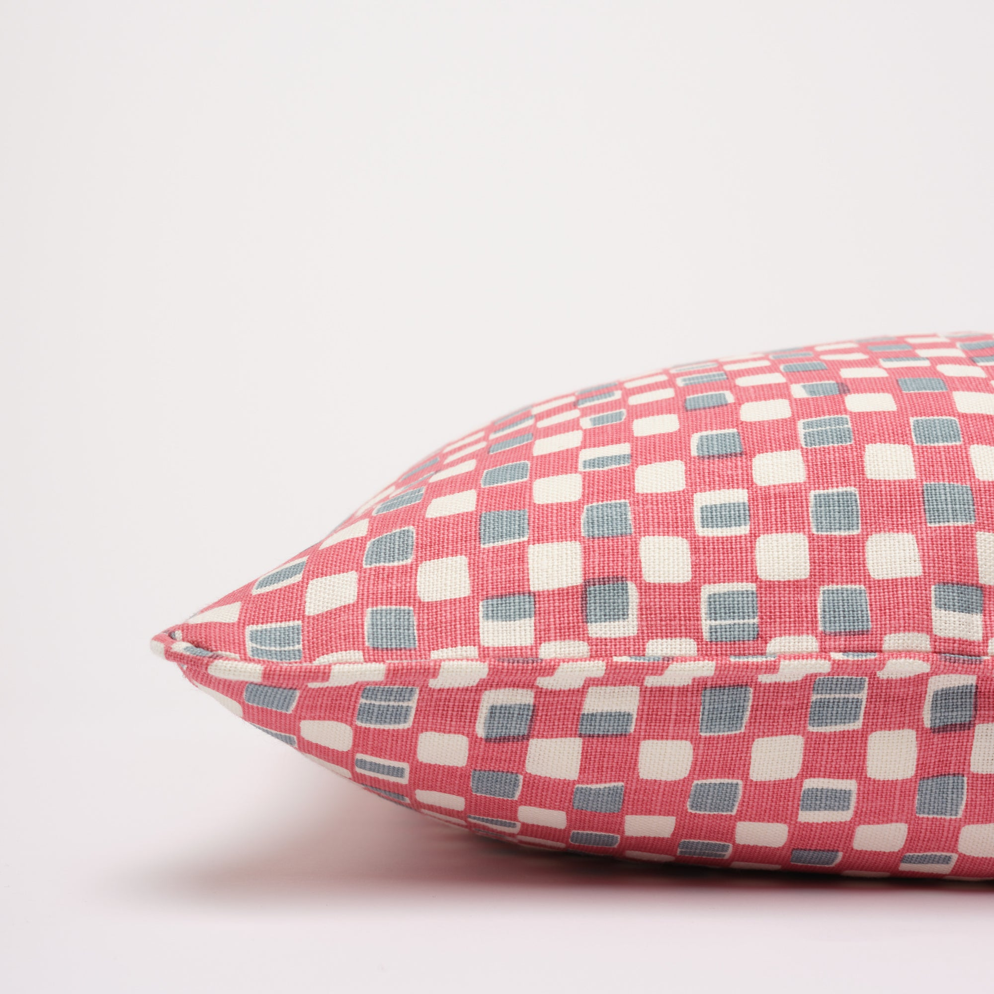 FAYE CUSHION - RASPBERRY