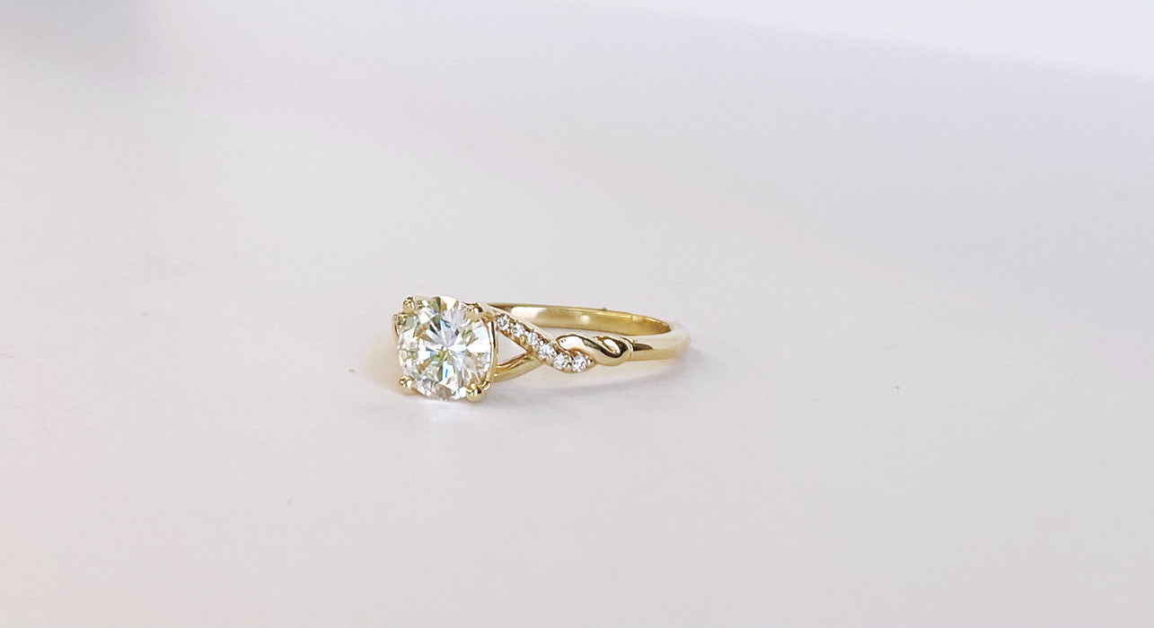 1.01ct Diamond Yellow Gold Twisted Band Ring