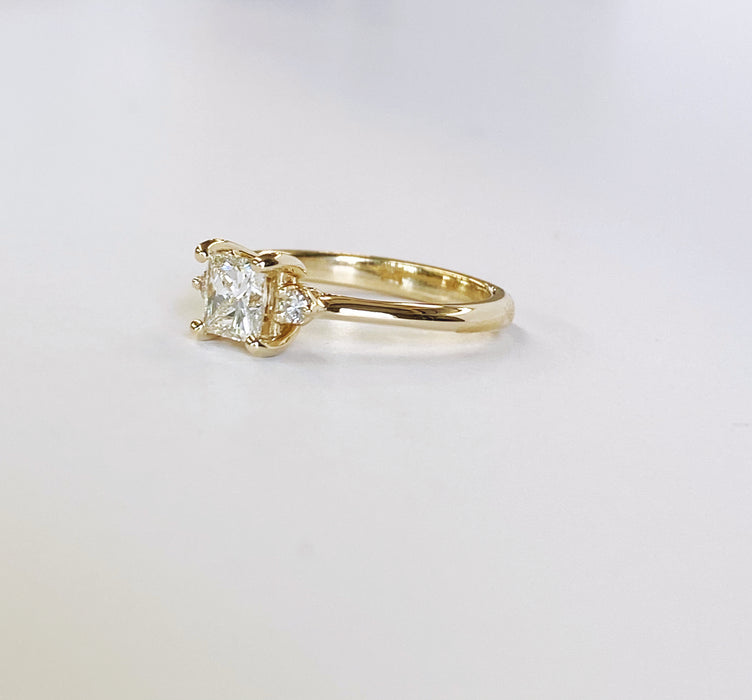 .65 carat Princess cut Diamond Yellow Gold Engagement Ring