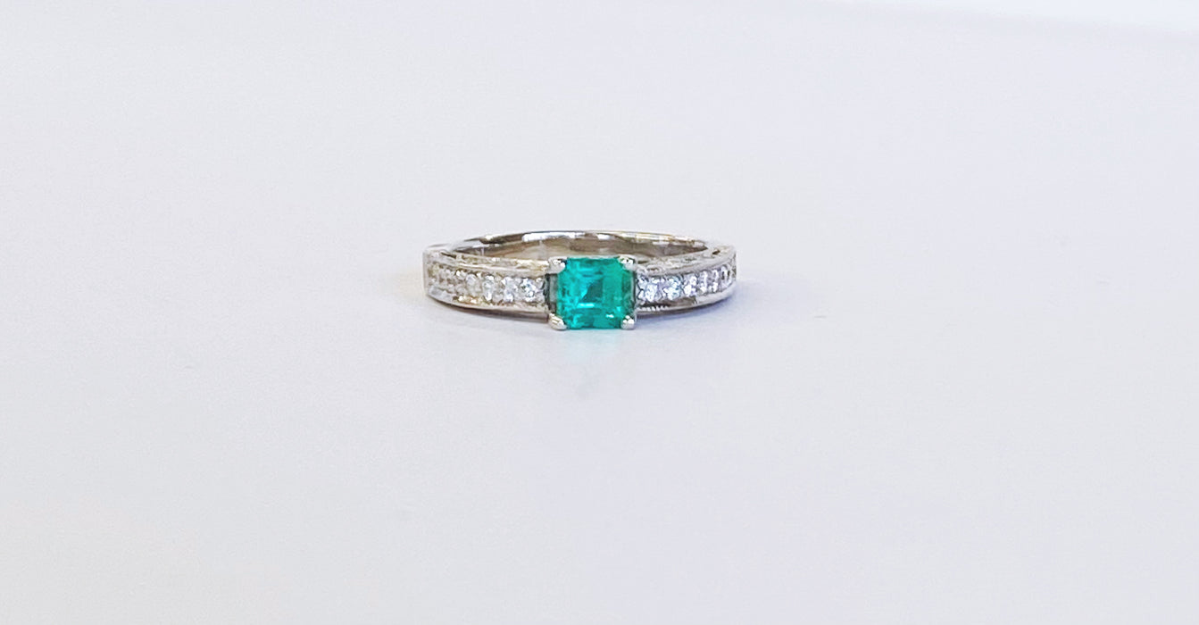 Very Fine Emerald Ring