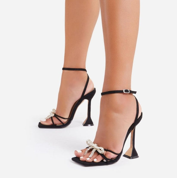 Black Buckle Strap Pyramid Heel Sandals - Trendo Chic