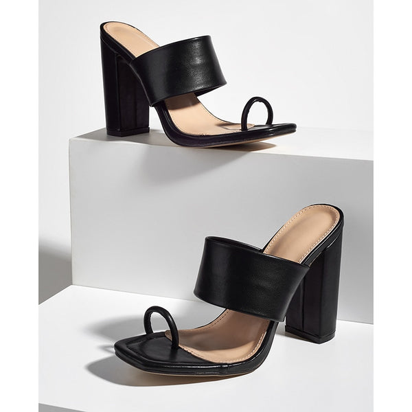 Black Toe Ring Block Heel Sandals - Trendo Chic