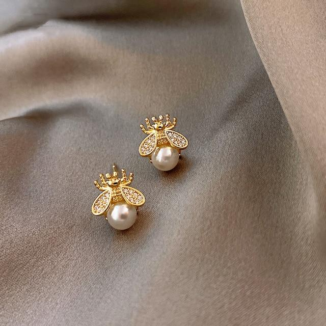 Bee Pearl Stud Earrings - MatchMatch