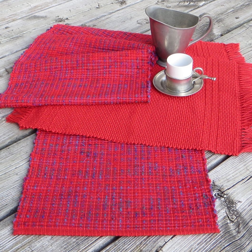 Set: Table Runner + 2 Placemats (Red)