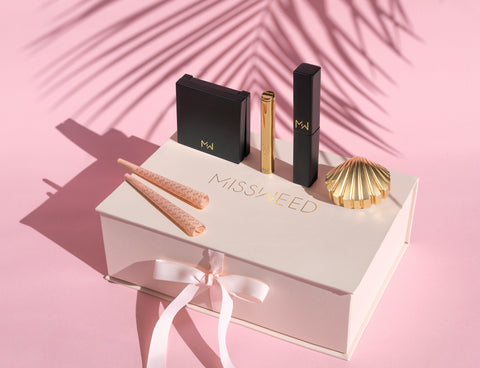 Pink weed Accessories Kit from MISSWEED