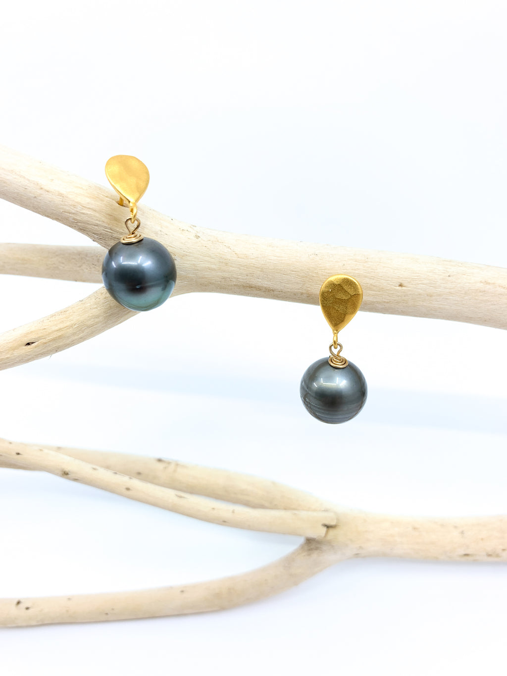 Tahitian pearl stud gold earrings by eve black jewelry made in Hawaii