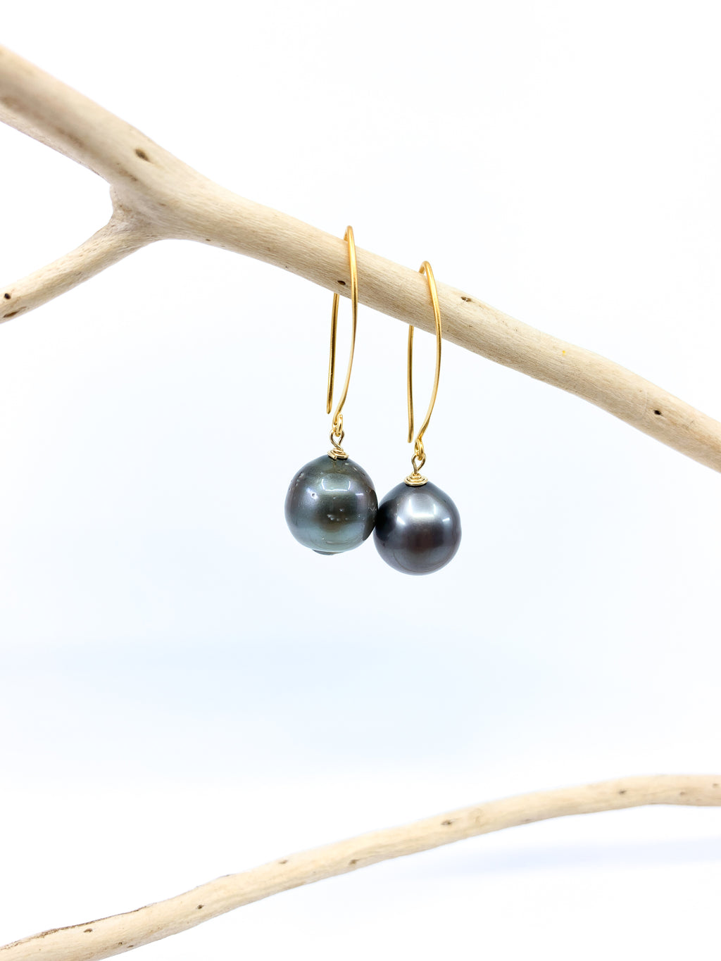 tahitian pearl mat gold short hook earrings by eve black jewelry made in Hawaii