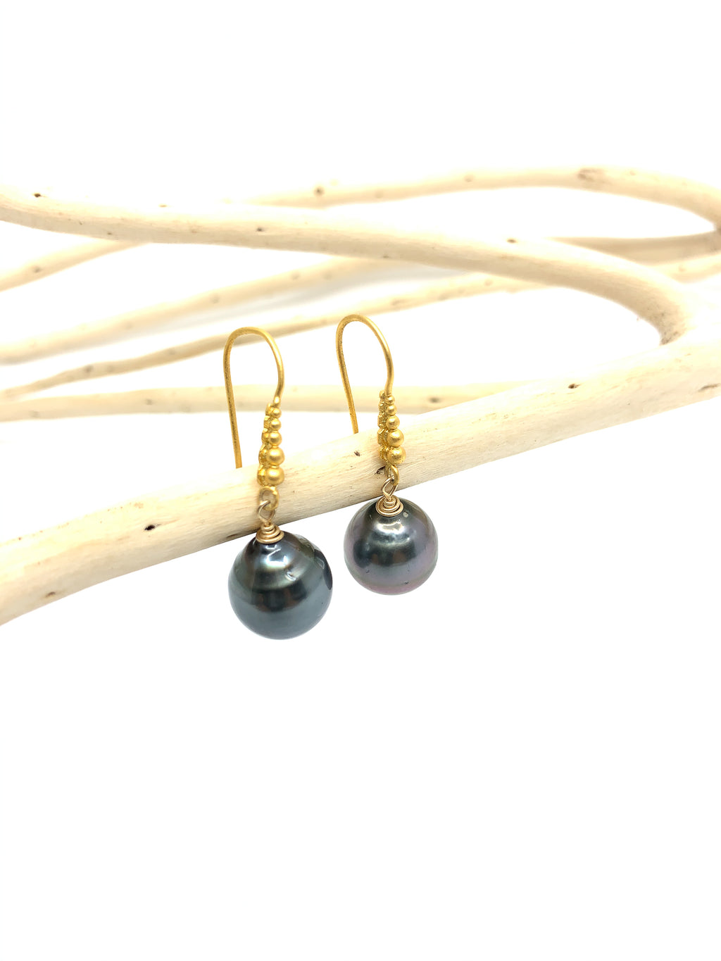 granulated Tahitian pearl gold earrings by eve black jewelry made in Hawaii
