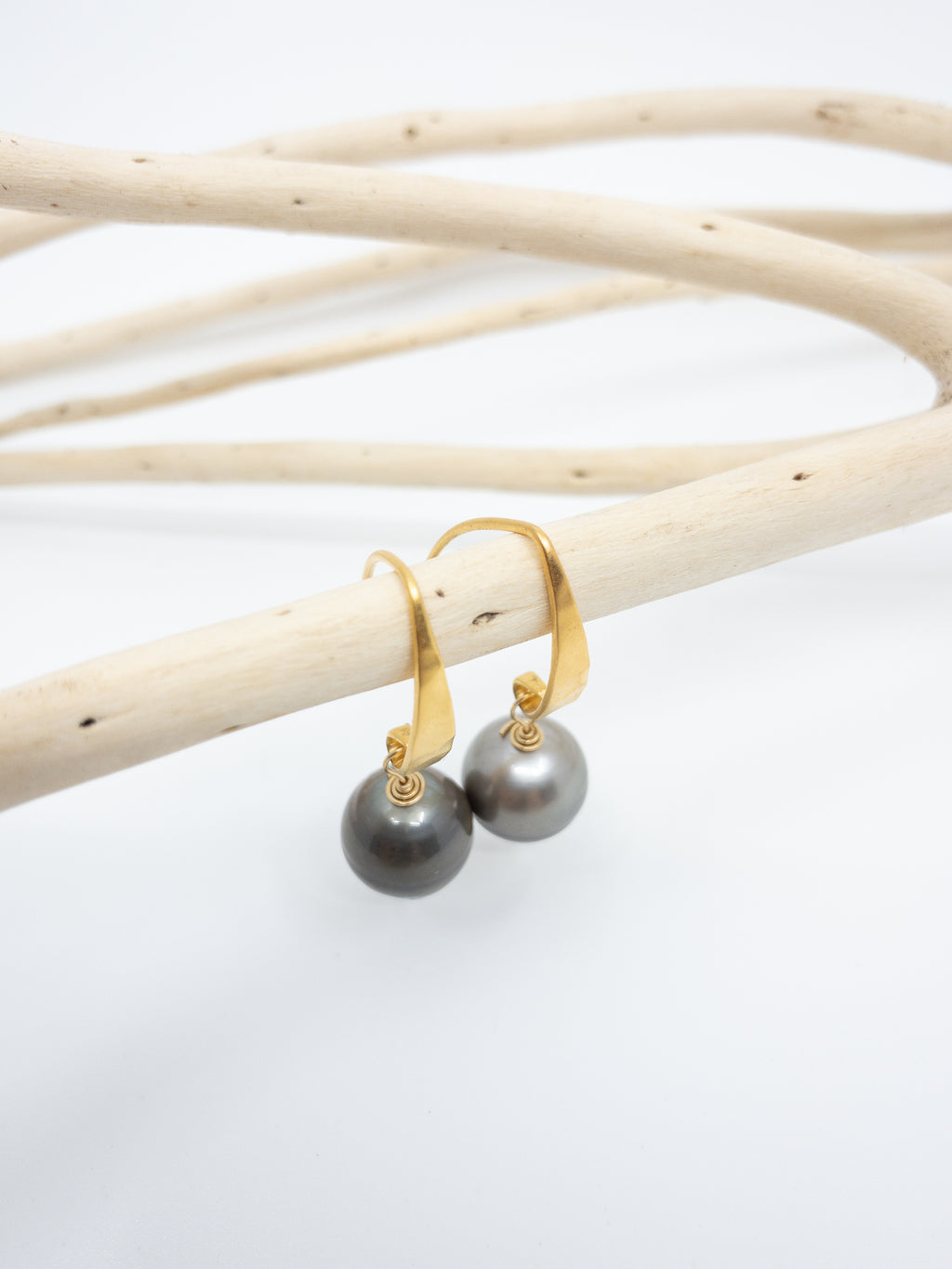 tahitian pearls gold earrings by eve black jewelry hawaii