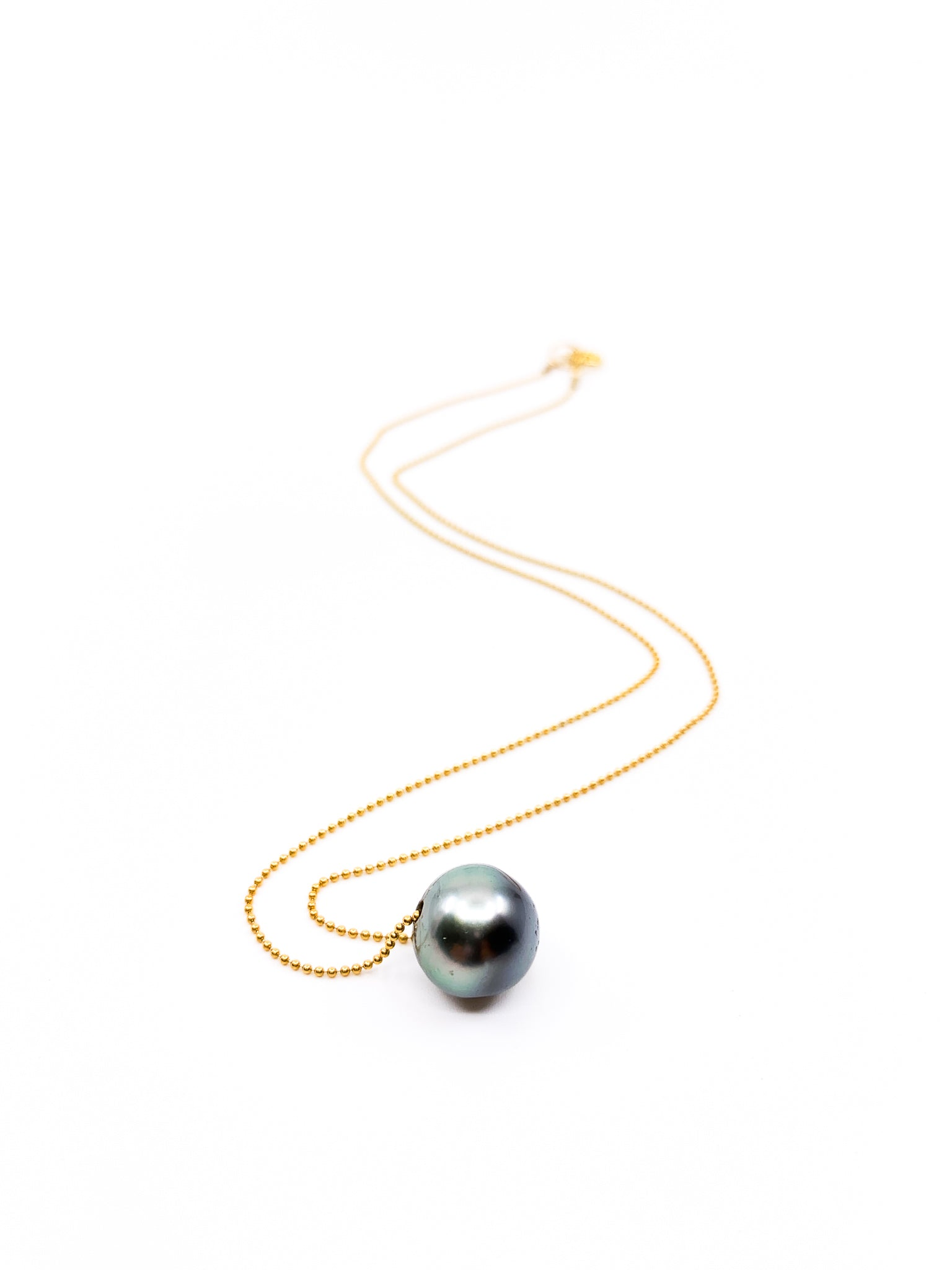 Tahitian pearl with delicate gold chain necklace by eve black jewelry made in Hawaii