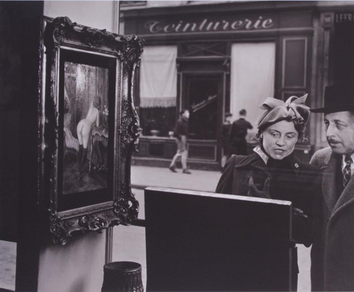 Robert Doisneau 'A sidelong glance' - reproduction print on paper