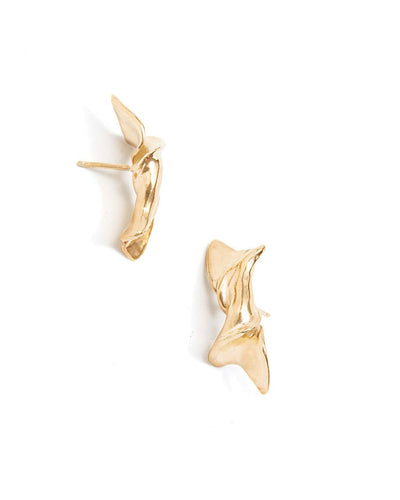 Fluid-twisted-gold-earrings-allitsforms