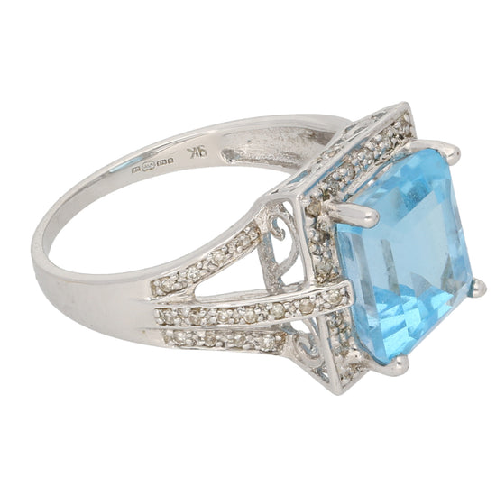 9ct White Gold 0.01ct Round Cut Diamond & Topaz Ladies Cluster Ring Size P