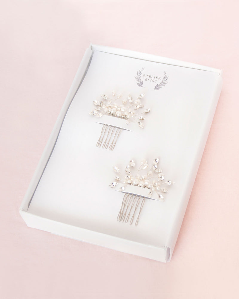 Set of two delicate combs with freshwater pearl flowers and crystals