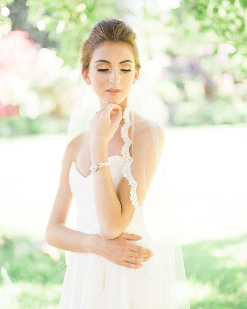 model wearing magnolia short lace veil