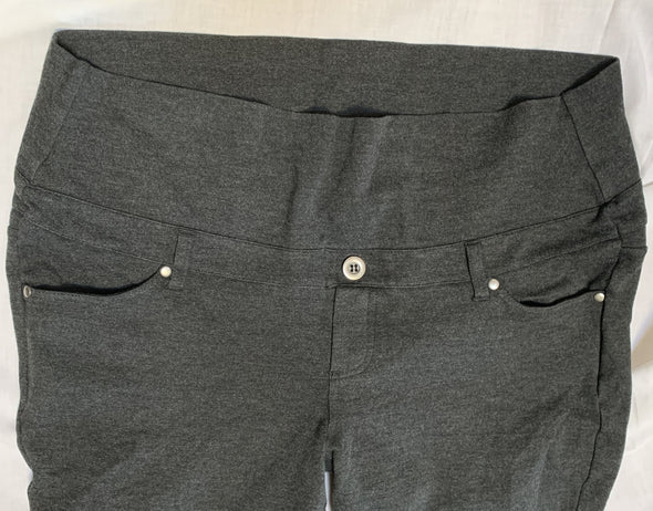 Maternity pants (XL)