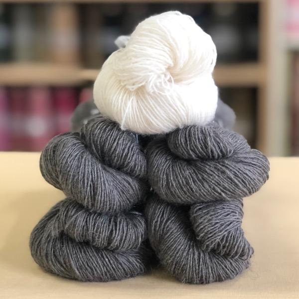 Lewitt in Isager Spinni (Wool 1)