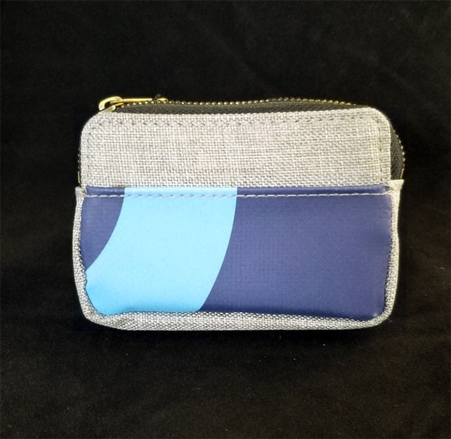 ONE-OF-A-KIND BILLBOARD CREDIT CARD/MONEY POUCH