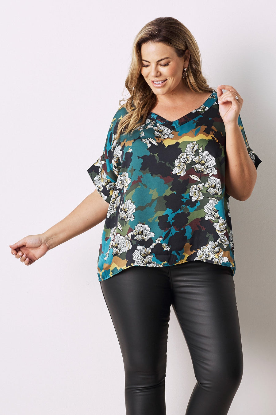 Amber Short Sleeve Top With V Neck