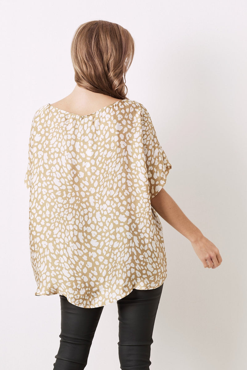 Bianca Short Sleeve Top Kitty Print Caramel