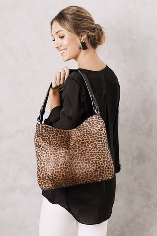 Hobo Bag in Giraffe