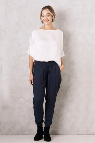 Sevilla Pants in Navy