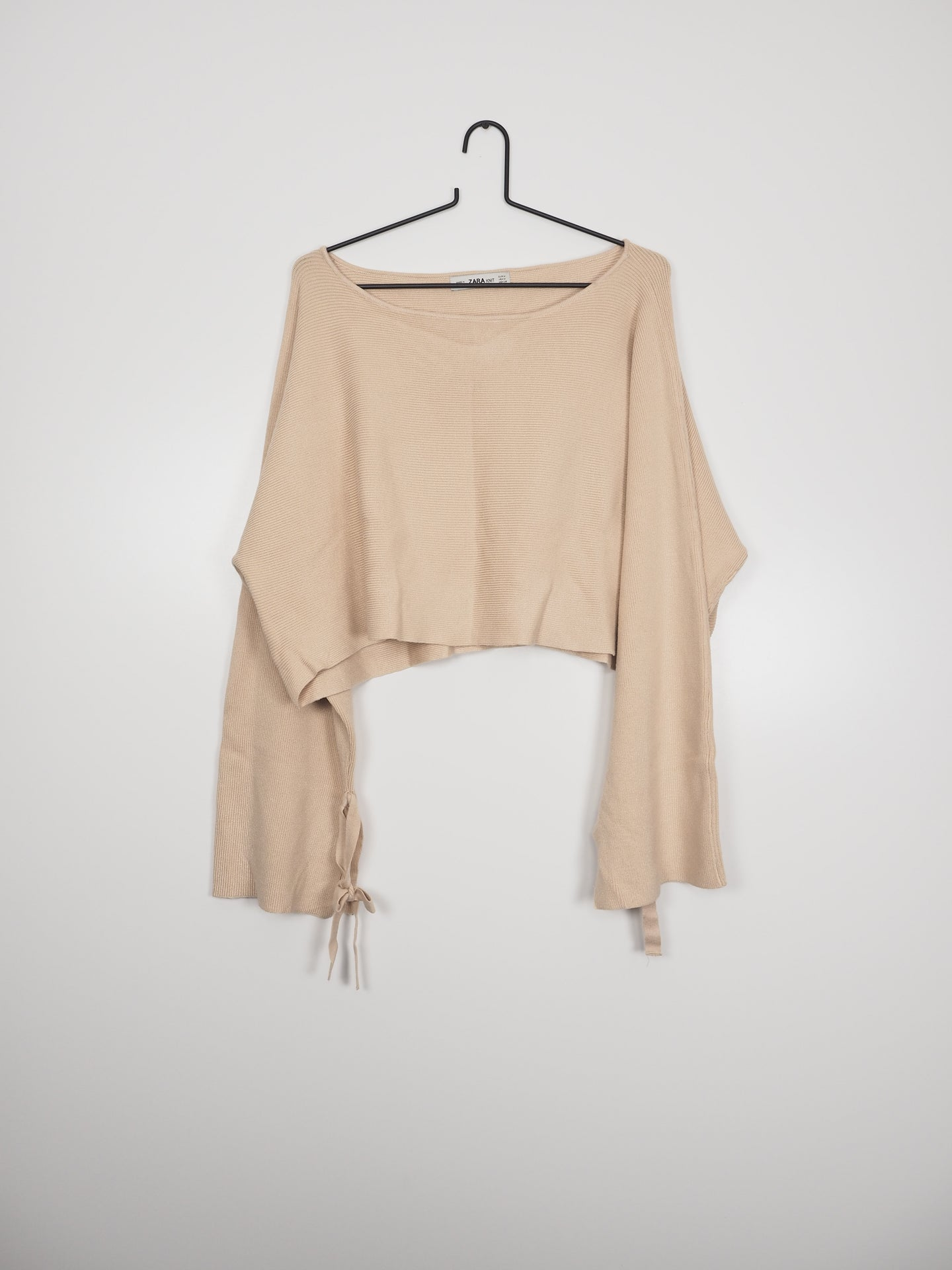 Beige knit crop top (Zara)